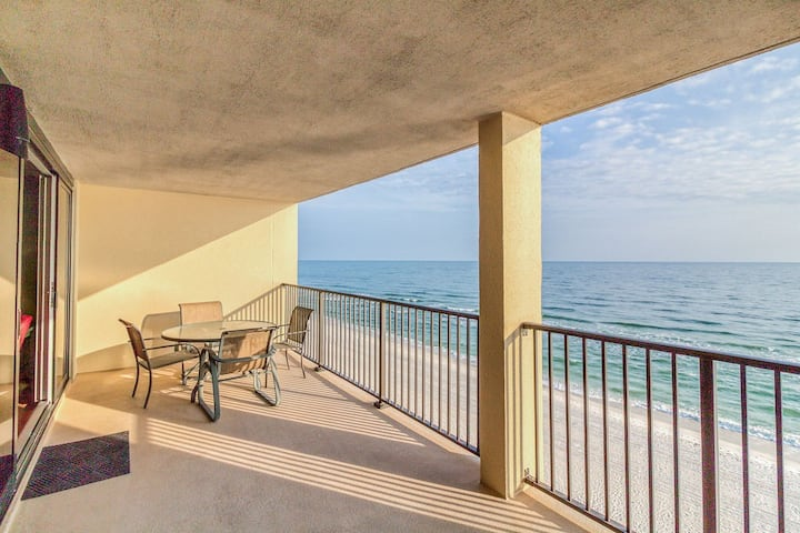 Wind Drift 709SW. Beautiful Beachfront Condo that Sleeps 6!