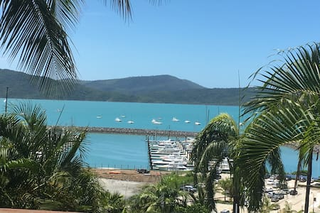The Deck- Great views heart of Airlie Beach