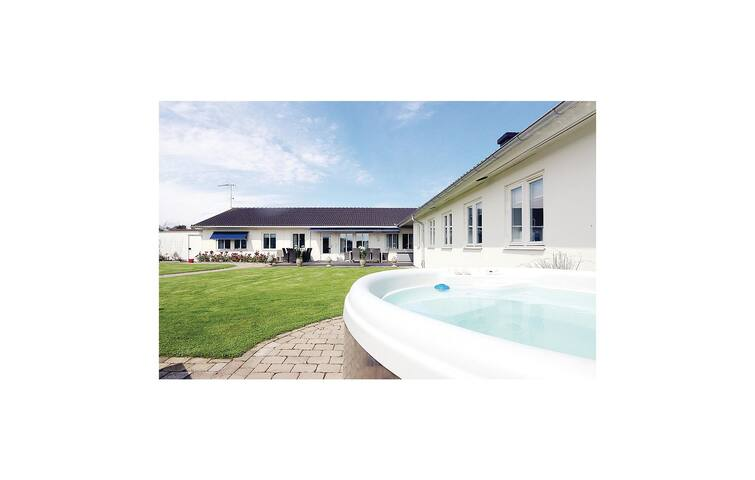 Semi-Detached with 3 bedrooms on 176m² in Borgholm