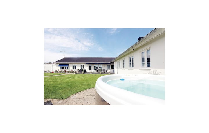 Stunning home in Borgholm with Sauna and 5 Bedrooms