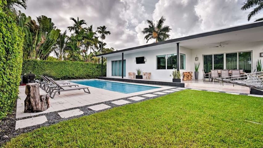 4b/3.5ba Modern Miami Villa Oasis w/Private Pool!