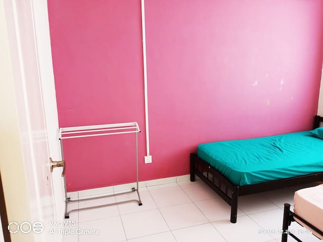 3rd bedroom with 2 single bed