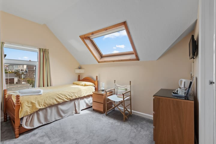 Single room with en-suite - Anchor Guest House