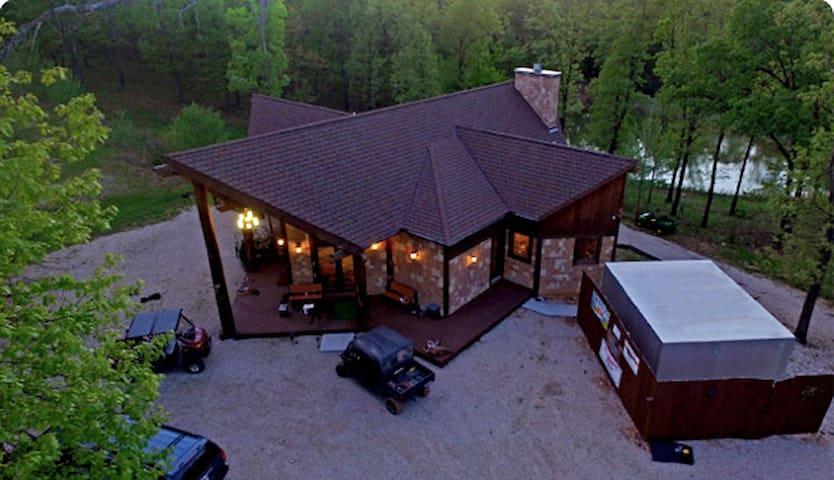 Lake of the Ozarks Deer Creek Lodge