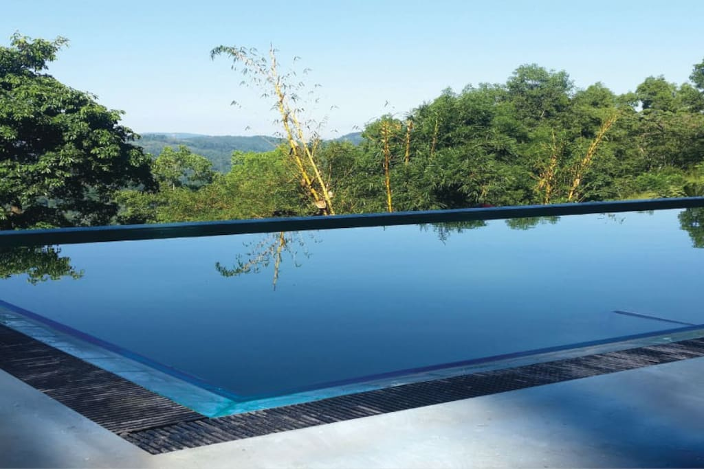 Mowbrey House - Swimming Pool overlooking the mountains