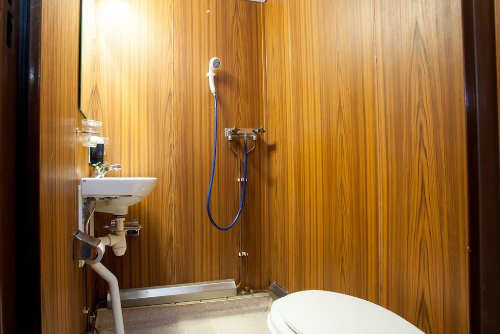 dusch lagd litet bröst i Stockholm