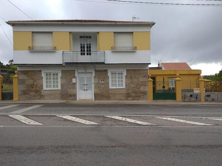 Casa en zona turística - Ribeira (Oleiros)