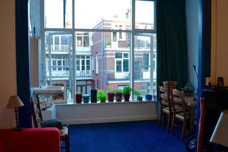 KAMER TUSSEN CENTRUM EN STRAND IN! - The Hague - Apartment