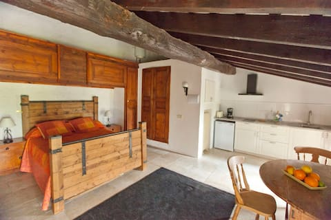 Mascaros Studio One within the medieval village