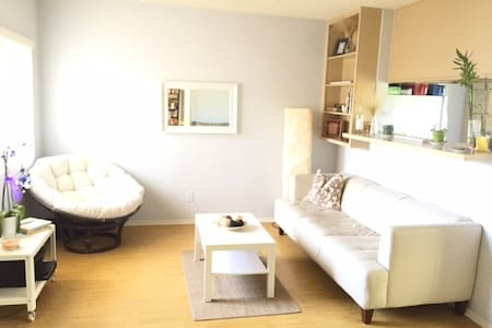 Private room in bright apartment by the beach - Los Angeles