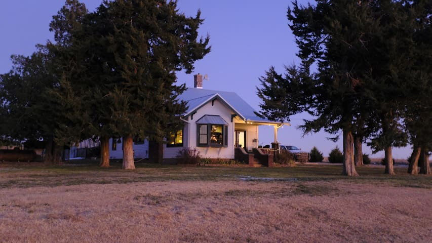 JourneyN2America Hunting Lodge & Retreat