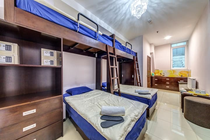 Номер до 4 гостей. 2 двухъярусные кровати.
