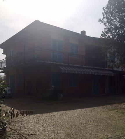 Appartamento in villa con giardino - Casano - Huis