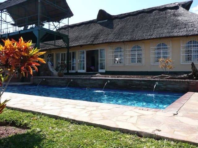 Delightful thatched lodge Nzou Kariba