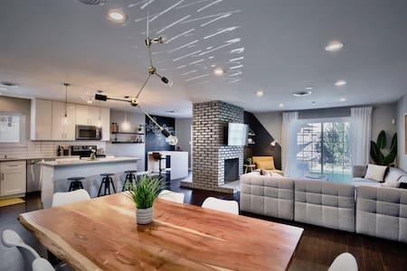 3bd+Jacuzzi • Modern home close to Strip