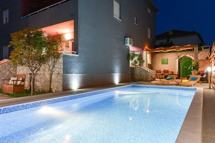 Villa Šima-luxury apartment with private pool