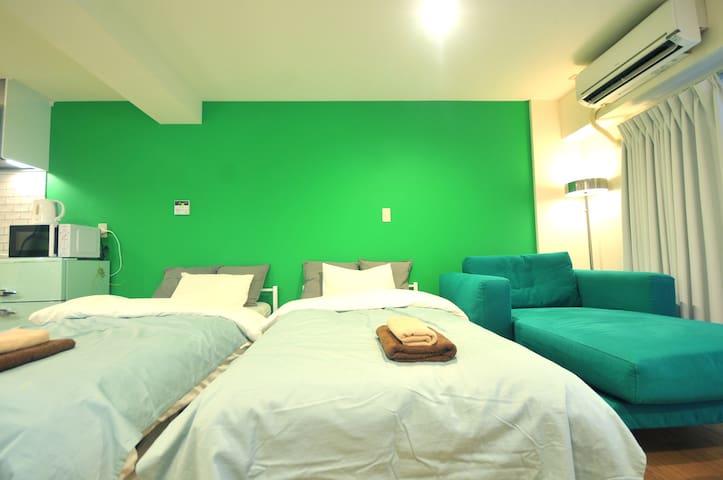 Two single size beds (100cm × 200cm) 两张单人床(100cm×200cm) 兩張單人床(100cm×200cm) 싱글 침대 2 개 (100cm × 200cm) シングルベッド2床  (100cm × 200cm)