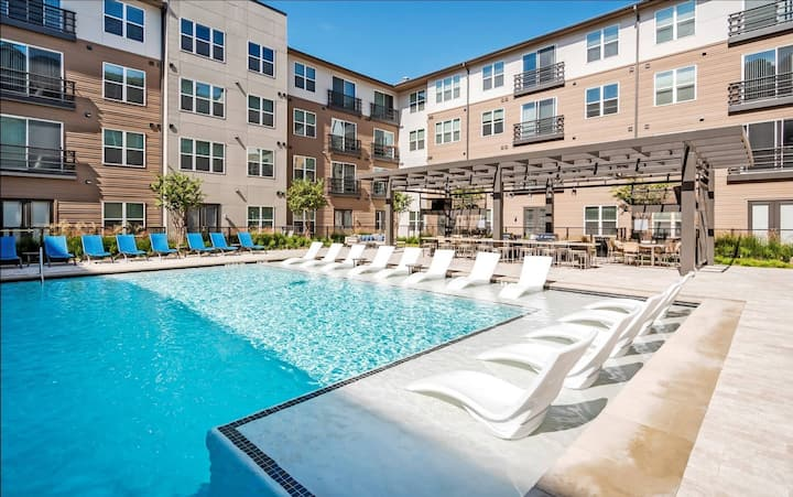 Legacy West | Plano | Luxury 1 BR | Pool View