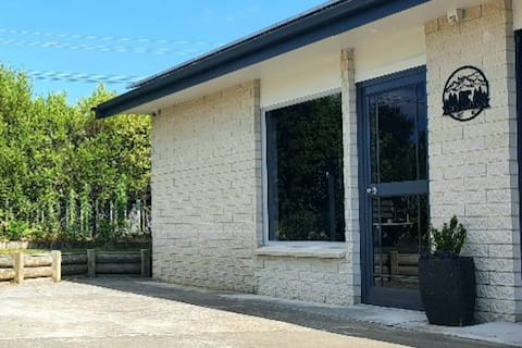 New and Fabulous in  Hawkes Bay,  Pet Friendly