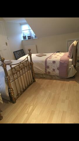 Travel room with 3 single beds