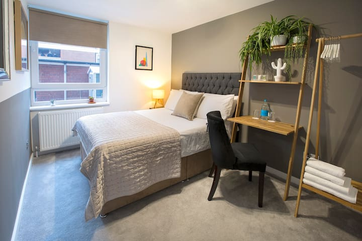 Uber Clean & Modern. Perfect for a Stay in London!