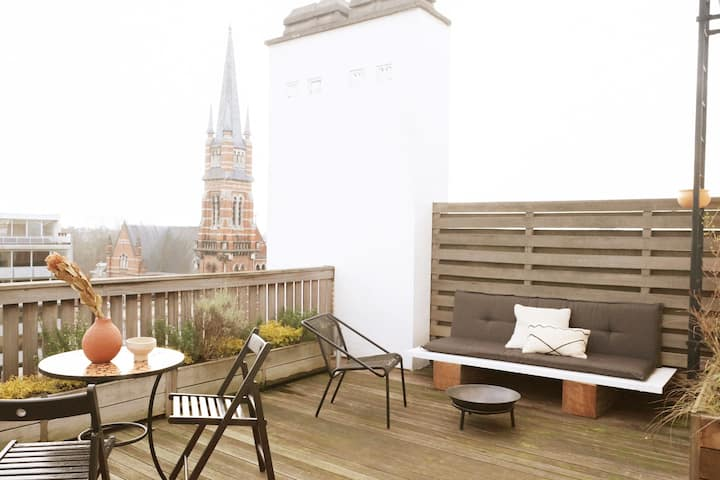 Bright Oasis in City Center w/ Rooftop Terrace!