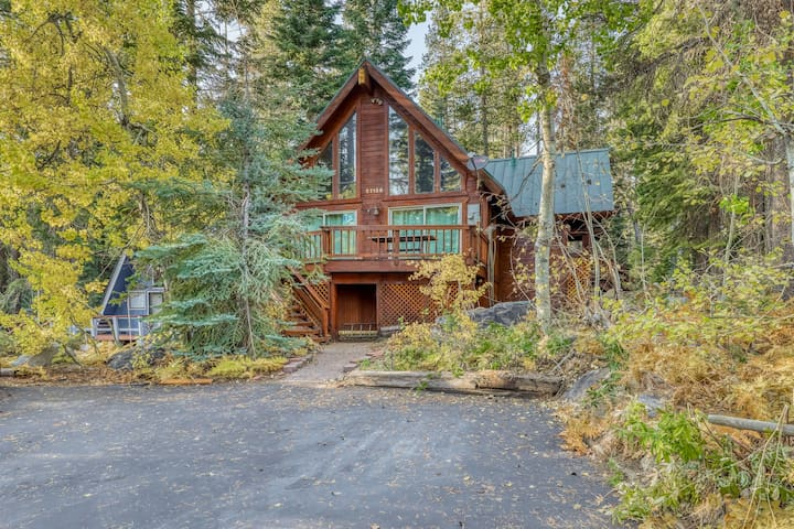 NEW LISTING! Beautiful family home with gorgeous mountain views & private BBQ