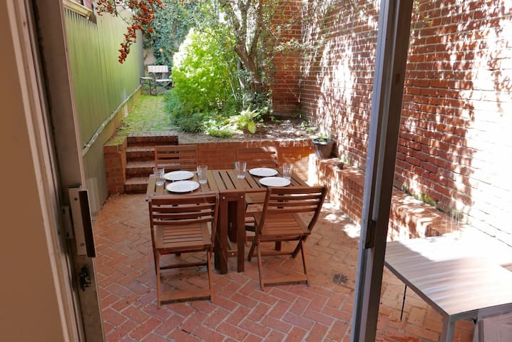 Historic Georgetown Rowhome ~ Sleeps 5!