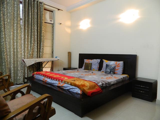Luxurious Room in a Posh Villa in Gurgaon! - Gurgaon - Dom