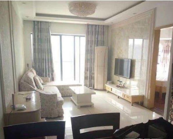 房子精装修 整体橱柜 家具家电都是较新的  拎包入住  配套设施齐全 - 廣州