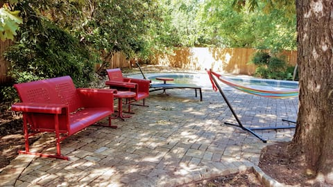 Cozy cottage w/pool in convenient Highland Park!