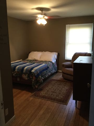 Private room Near airport and  downtown Indy - Mooresville - Daire