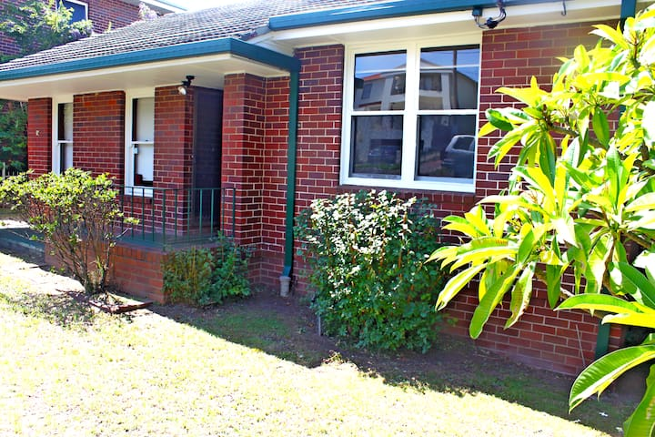 'Halfrida'-peaceful home. 3 bedroom house - North Ryde