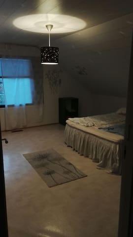 Iso makuuhuone parisängyllä - Toholampi