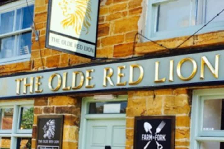 Olde Red Lion, Kislingbury B&B