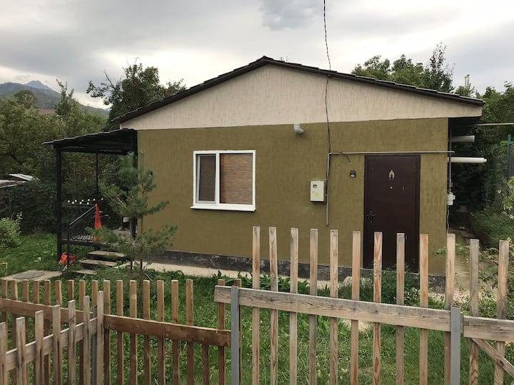 Дом с террасой с видом на горы