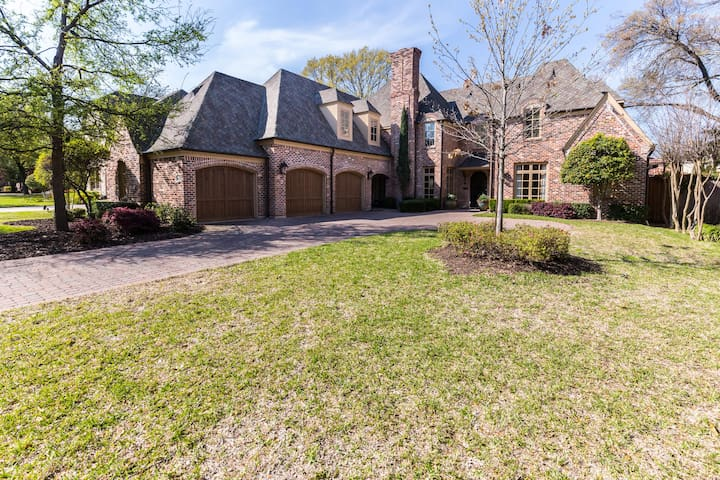 Stately Preston Hollow Dallas Home - ดัลลัส - บ้าน