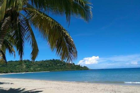Bungalow à 2 pas de la  belle plage à andilana