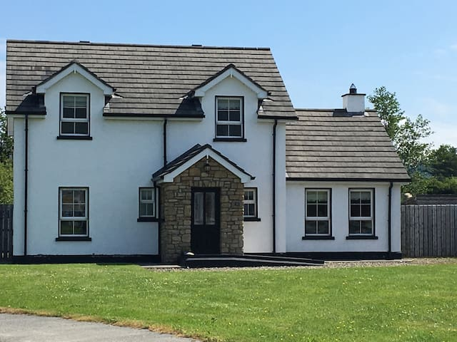 ENTIRE Holiday home in Clonmany village,Co Donegal
