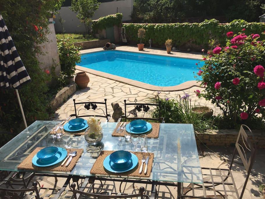 Villa proven ale moderne avec piscine au calme maisons for Piscine 2 alpes