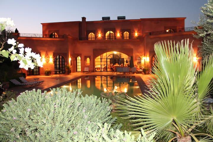 VILLA TYCOZ GR PISCINE,  2 à 16 pers terrain clos - Marrakesh - Villa