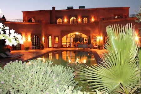 VILLA TYCOZ grande piscine 2 à 16 pers terrai clos - Marakesz