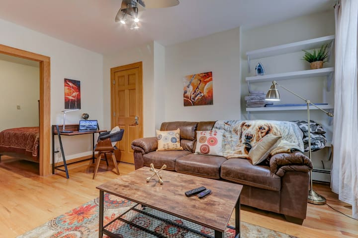★ 2BR in Historic JC ★12m to PATH ★  Netflix ★