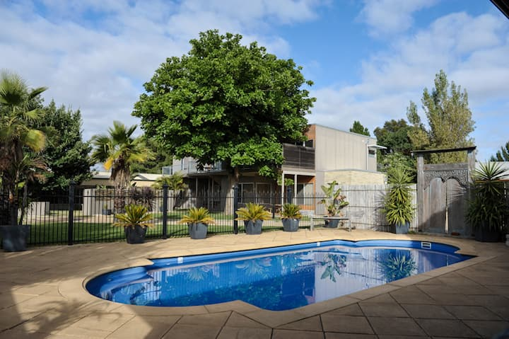 Barossa Valley Apt 3 offers 2 bedrooms 2 bathroom