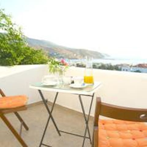 Apartment in the centre of Chora with seaview