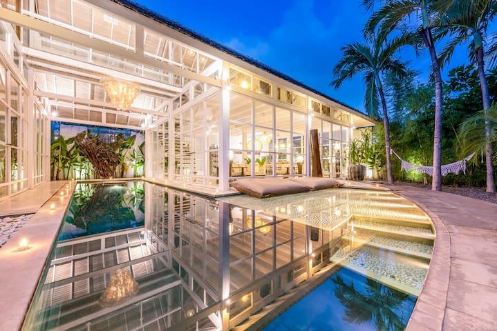 4 BDR Luxury Villa Seminyak, Prime Location & Pool