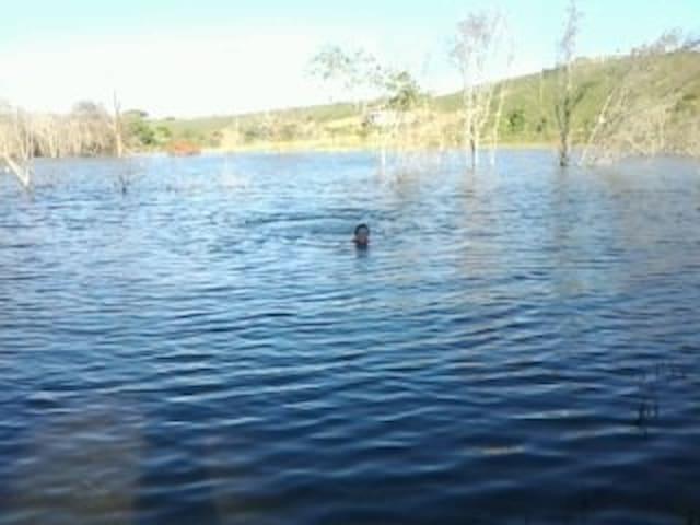 Casa de temp na beira do Lago Batalha Paracatu MG