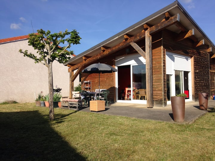 Maison contemporaine  dans hameau