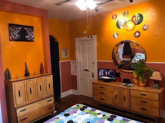 The Van Gogh Suite in Cherokee Art District