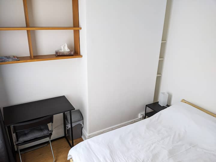Small bedroom close to city centre